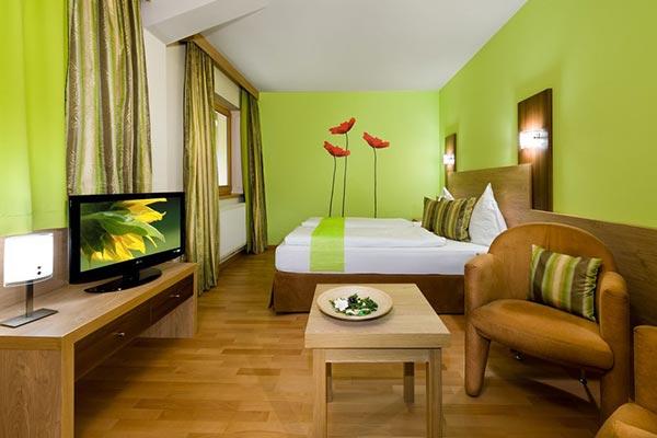 dormitorio verde ambientado con Feng Shui