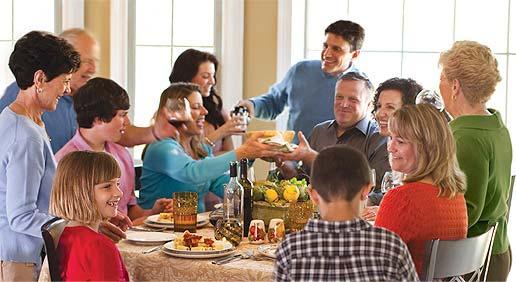 Tiempo en familia alrededor de la mesa
