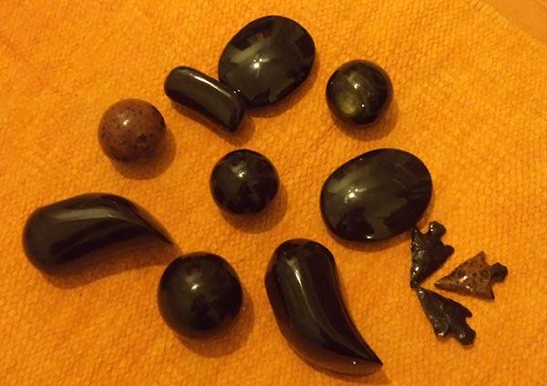 Masaje con obsidianas