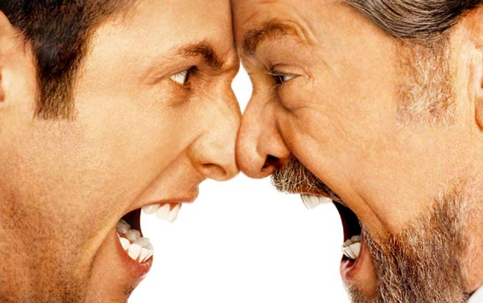 Dos hombres furiosos sin contención de emociones