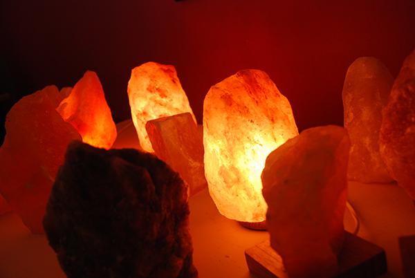 Luz y Color: lámparas de sal del Himalaya