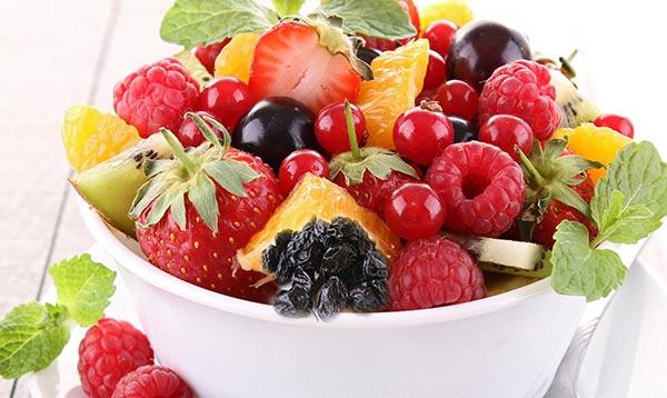 Bowl de frutas ricas y antioxidantes